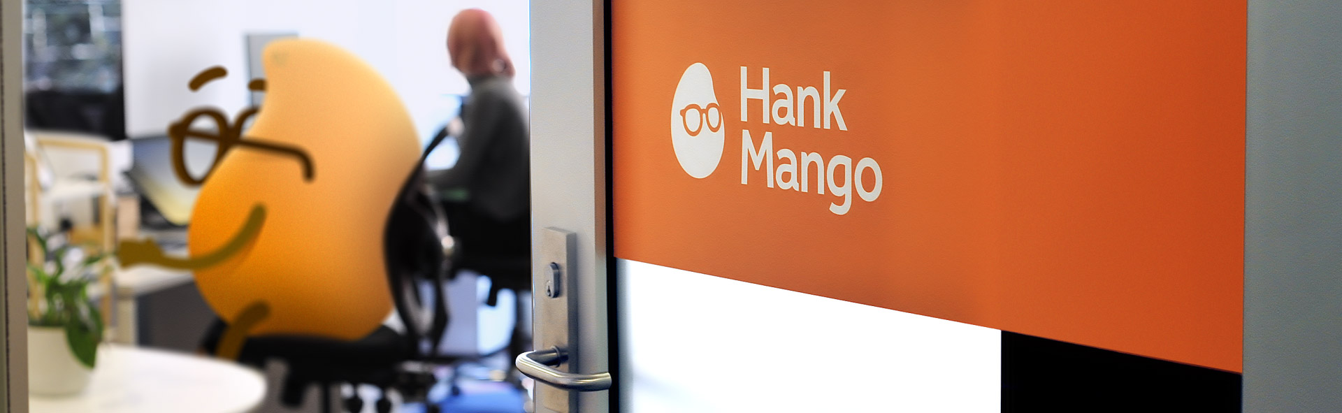 Hank_Mango_Office_SML-3